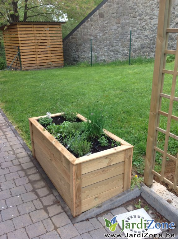 fabrication potager sur lev jardizone. Black Bedroom Furniture Sets. Home Design Ideas